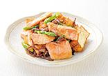 鮭と厚揚げのマヨしょうゆ炒め