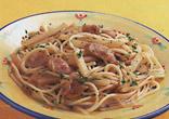 ポテトとソーセージのスパゲティ