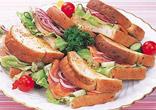 ライ麦パンのトーストサンド